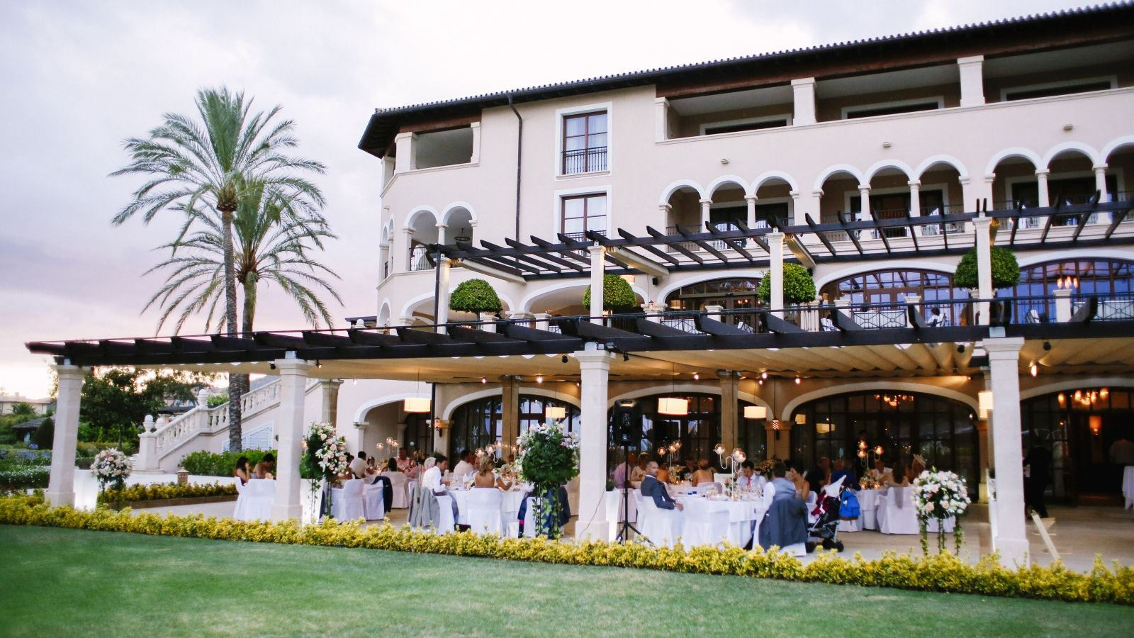 Outdoor wedding dinners at the St. Regis Mardavall Majorca